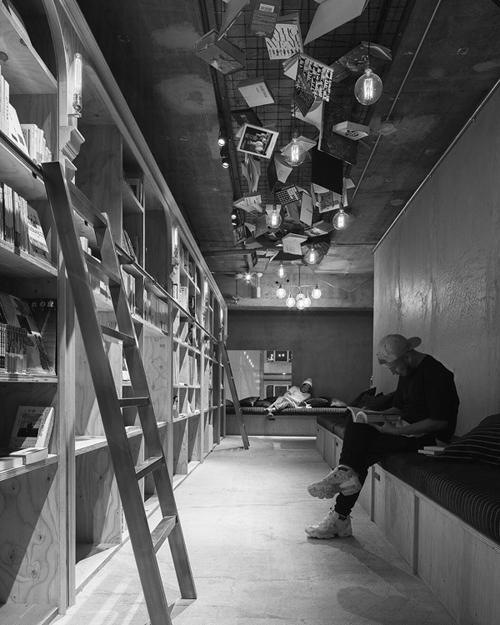 Những phòng ngủ tí hon trong tủ sách ở Nhật
