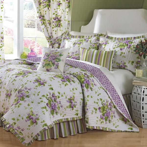 Phòng ngủ nhẹ nhàng hơn với ga giường hoa văn
