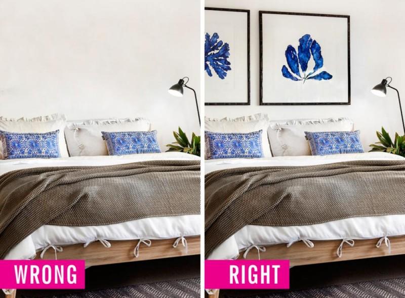 Hai bức tranh có họa tiết hài hòa với màu gối