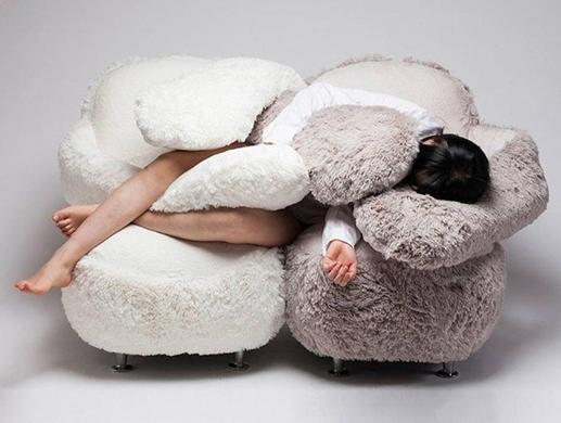 Độc đáo ghế ôm dành cho người cô đơn