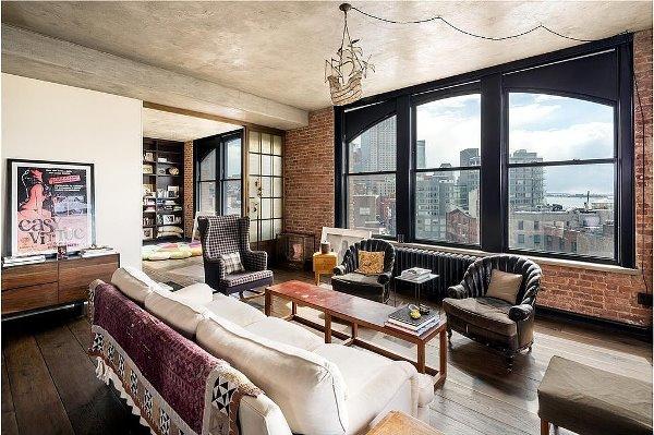 Không gian phòng khách của Kirsten Dunst hết sức ấm cúng và gần gũi