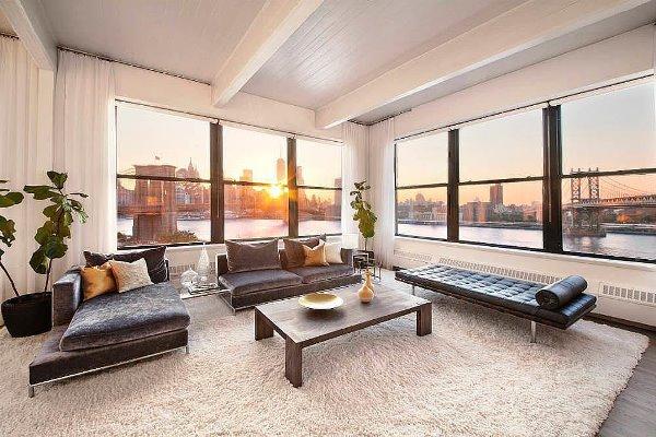 Phòng khách của Anne Hathaway hiện đại và sang trọng