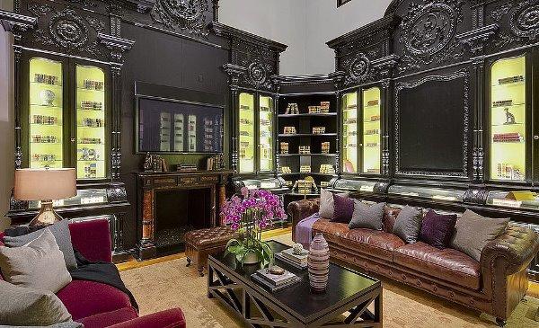 Phòng khách nhà Heidi Klum mang phong cách cổ điển