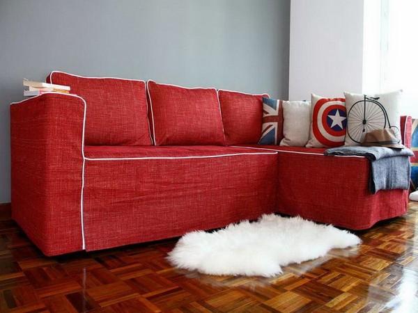 Màu đỏ rực của bộ sofa tạo nên sự lôi cuốn và ấm áp