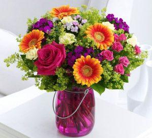 Nước cắm hoa giúp hoa tươi lâu