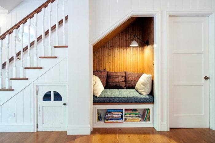 Giường ngủ ấn tượng dưới gầm cầu thang